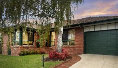汉普顿东部家庭住宅提供黑桃的空间和风格