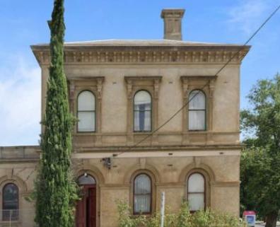 历史悠久的前邮局在克卢内斯以不到100万美元的价格出售