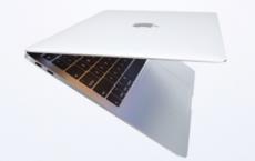 比较新的13英寸MacBook Air和售价1299美元的MacBook Pro