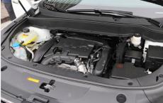 评测2019款风神AX7发动机怎么样及2019款风神AX7车内储物
