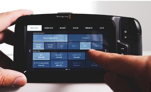 Tilta mods Blackmagic的带有倾斜屏幕和SSD的Pocket Cinema Camera