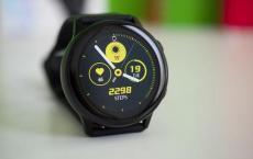 三星Galaxy Watch Active 2渲染显示皮革表带重音电源键