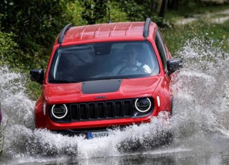 吉普车通过插电式混合动力Renegade 4xe开始电气化战略