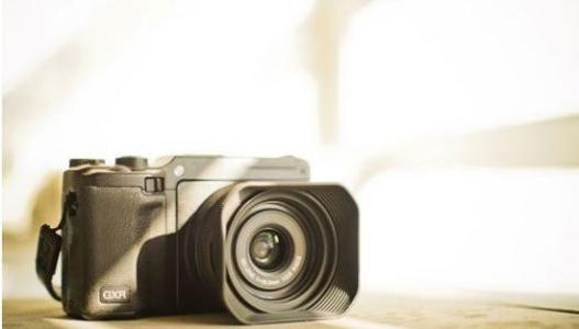 一加概念一号在消费电子展上展示了隐形相机
