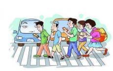 走路看手机马路低头族成安全新隐患 治理需软硬兼施