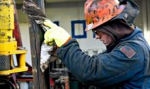 国际能源署(IEA)预计明年将出现供过于求的石油市场